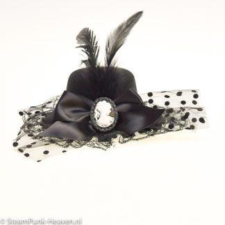 Steampunk Minihut Femke ist ein schwarzer, reich dekorierter Minihut.